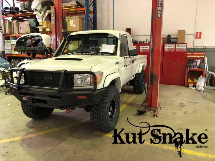 Kut Snake plastic fender flares Toyota Land Cruiser 79 Pick-up 2007-> (-)
